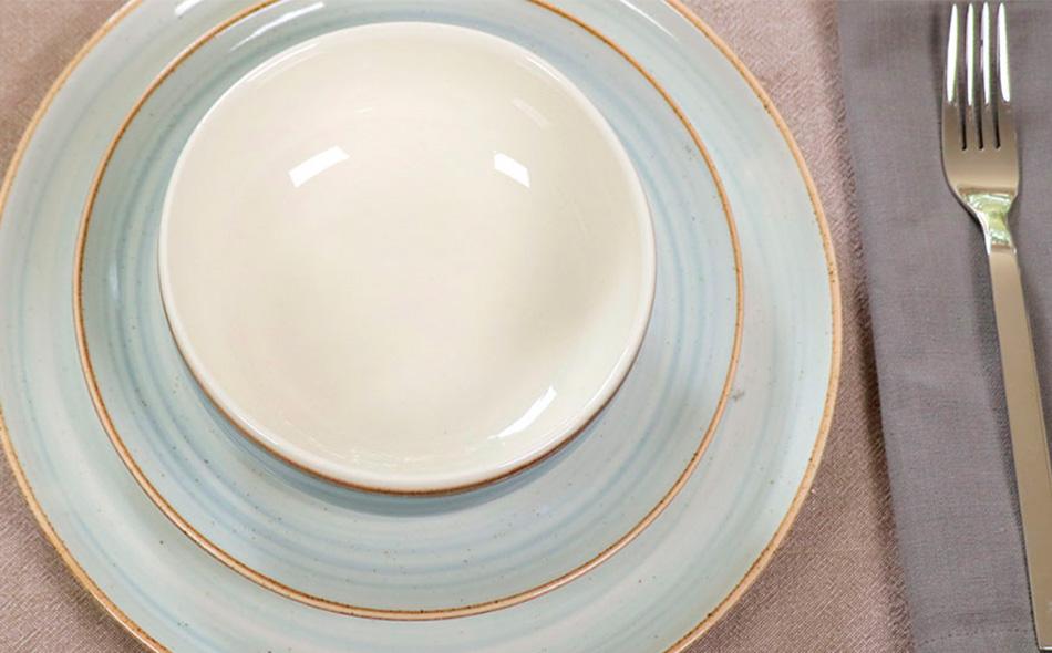 5 tips para servir la mesa que te ayudarán a brillar como anfitrión